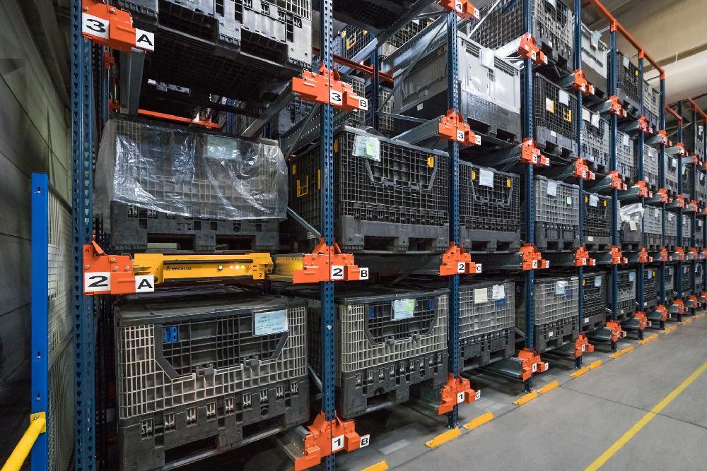 navettes-electriques-conteneurs-plastique.1.1