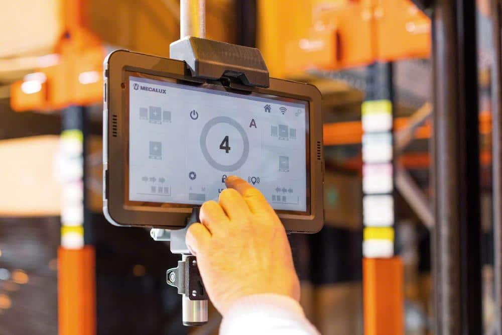 Une tablette avec wifi permet de contrôler le système Pallet Shuttle à distance