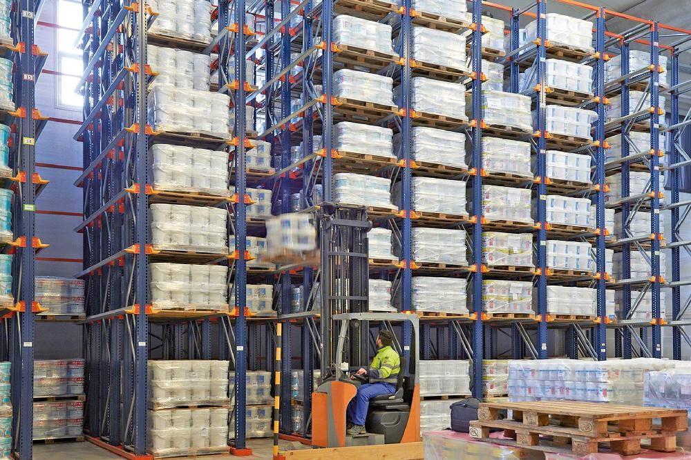 Les rayonnages par accumulation sont le système de stockage idéal pour exploiter au maximum la capacité de l'installation