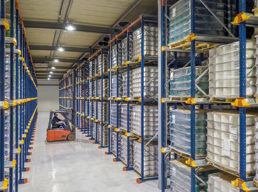 Le système par accumulation permet le stockage à différents niveaux d'unités de charge de différents formats et poids